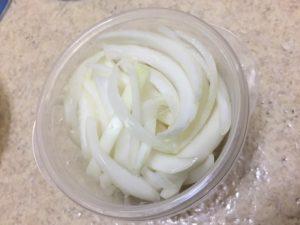かんたん献立「淡路島の玉ねぎとオタフクソースだけ」で夕食のビーフシチューをつくってみた!時短もできるレシピなので1人暮らしにもオススメです。