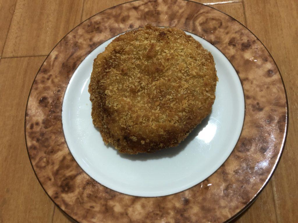 ミンチカツはカロリーは高いがダイエット中に食べてもやせる!大阪上本町のオススメの揚げ物屋。写真はミンチカツです。