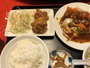大阪本町のオススメ中華ランチ!酢豚ランチ800円。