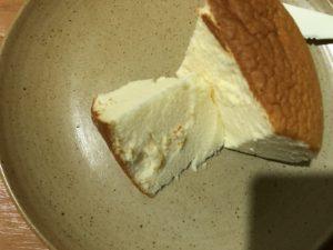 りくろ―おじさんの店、チーズケーキの断面。
