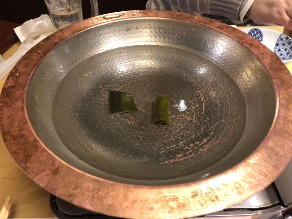アメリカ村「UROKO」のしゃぶしゃぶ用鍋