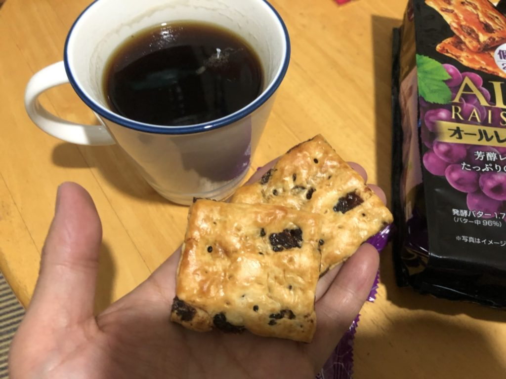 オールレーズンとコーヒーの写真
