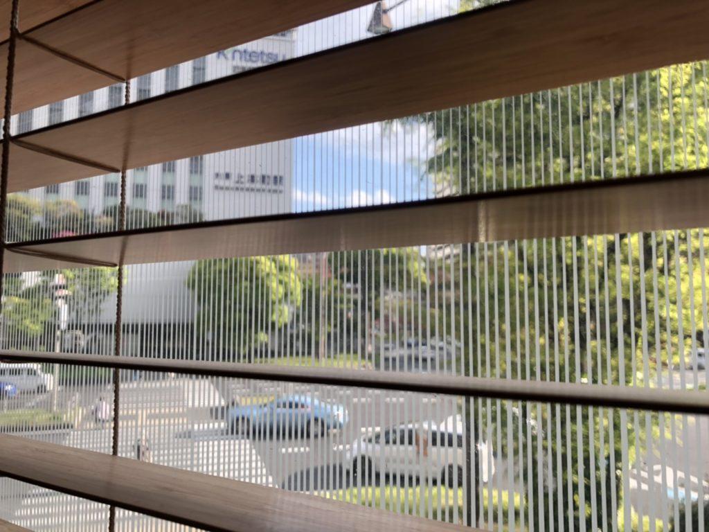 ケンタッキー上本町店の窓から見える近鉄百貨店