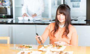 ダイエット中にランチをする時には、低カロリーなものを選ぶより、具だくさんでカロリーが高そうな腹持ちのいいものを選ぶ方がやせる。